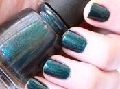 "#ManiMonday China Glaze ""Don't Elfed"