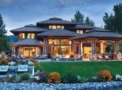Loving This Lake Side Home