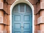 Stranger Door: What When Unfamiliar Person Knocks