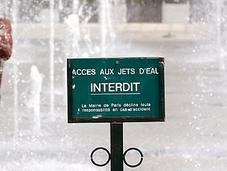 Canicule (heat Wave) Paris