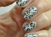 Holographic Metallic Leopard Print Nails Lundi